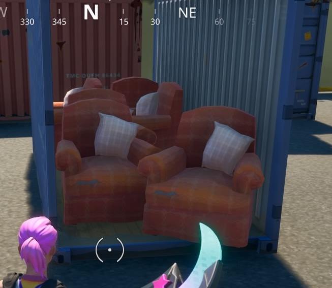 コンテナ内の家具